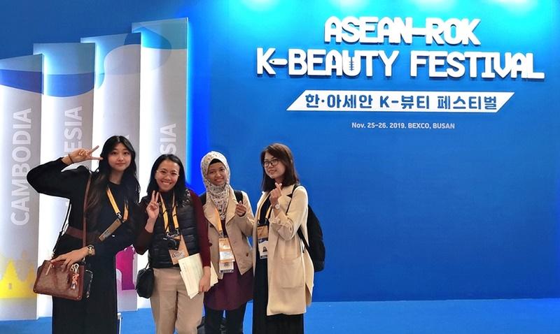 """11月25日,2019韩-东盟特别峰会相关活动""""K-Beauty庆典""""在釜山举行。韩宣网名誉记者刘心竹 摄"""