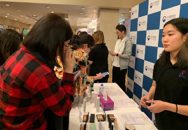 Корейский культурный центр организовал мероприятие «K-BEAUTY DAY» в одном из столичных отелей. В ходе мероприятия, эксперты из области красоты учили как правильно ухаживать за кожей, какие средства применять, поделились о последних трендах в Южной Корее. / Фото: Тугамбекова Дана
