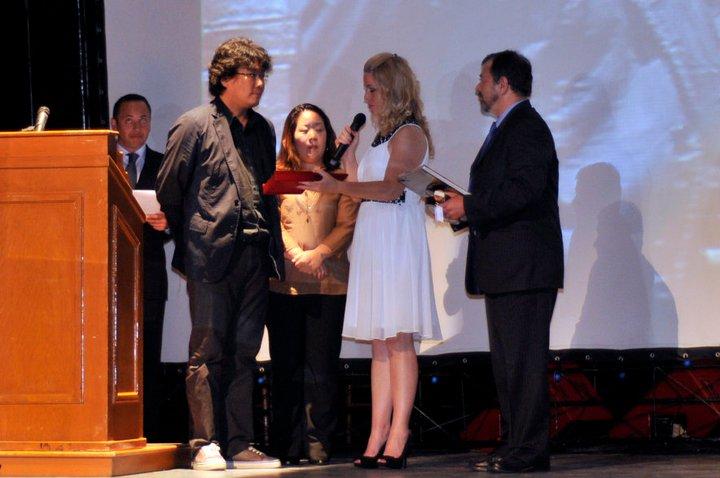 El Festival Internacional de Cine de Guanajuato entregó un reconocimiento a Bong Joon Ho por su trayectoria en el 2011.