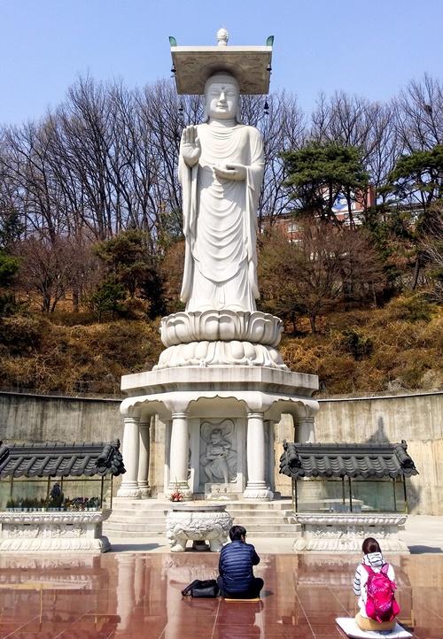 Статуя Будды, Храм Бонгеунса (봉은사) в Сеуле / Фото: почётный репортёр korea.net Катерина Гринько